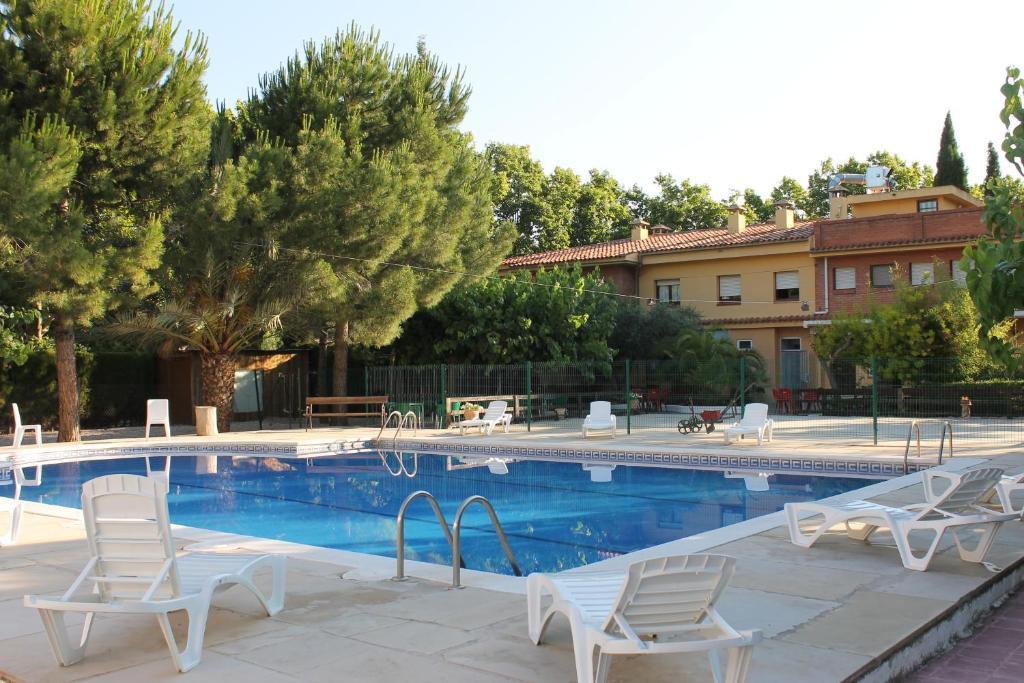 Hostal braseria tivissa m ra d 39 ebre reserva tu hotel for Hostal ciudad jardin