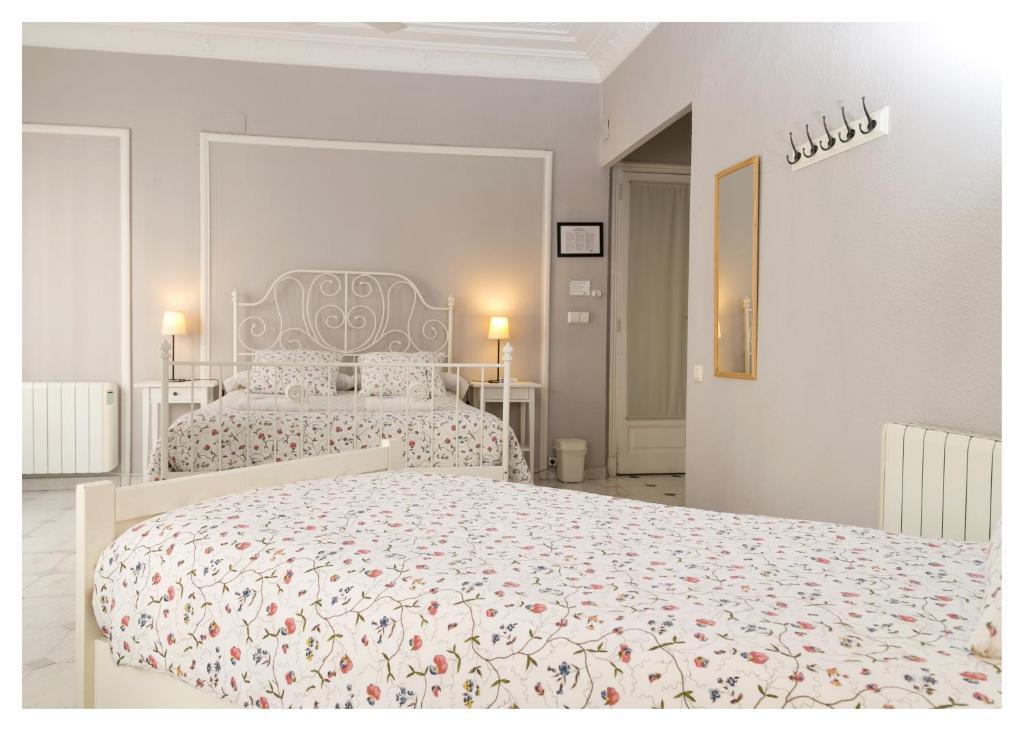 chambres d 39 h tes b b hi valencia canovas chambres d 39 h tes valence. Black Bedroom Furniture Sets. Home Design Ideas