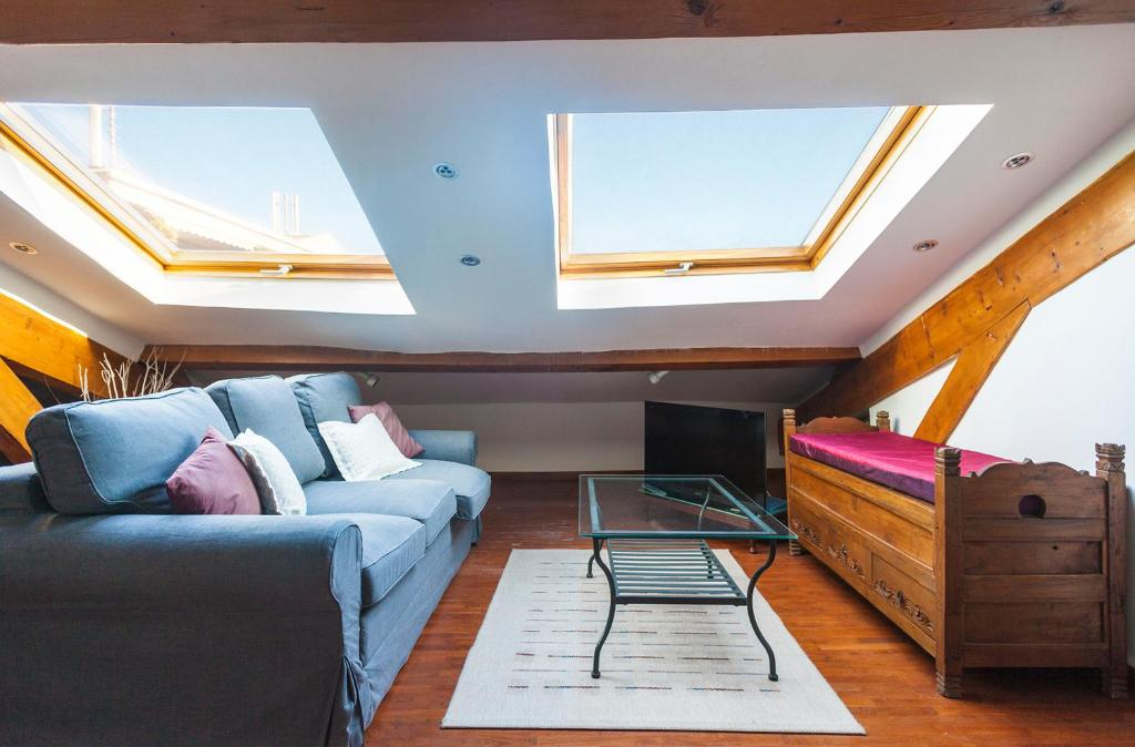 Immogroom rentals beautiful attic apartment cannes online booking viamichelin - Setting up an attic apartment ...