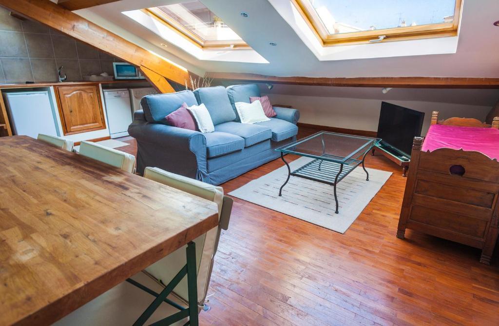 Immogroom rentals beautiful attic apartment r servation gratuite sur viamichelin - Setting up an attic apartment ...