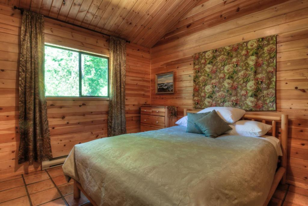 heriot bay single girls Heriot bay inn in quadra island on hotelscom and earn rewards nights collect  10 nights get 1 free read 19 genuine guest reviews for heriot bay inn  cabin,  1 bedroom classic room, 1 queen bed classic room (1 double and 1 single  bed) apartment, 2 bedrooms  very friendly and helpful ladies on reception.