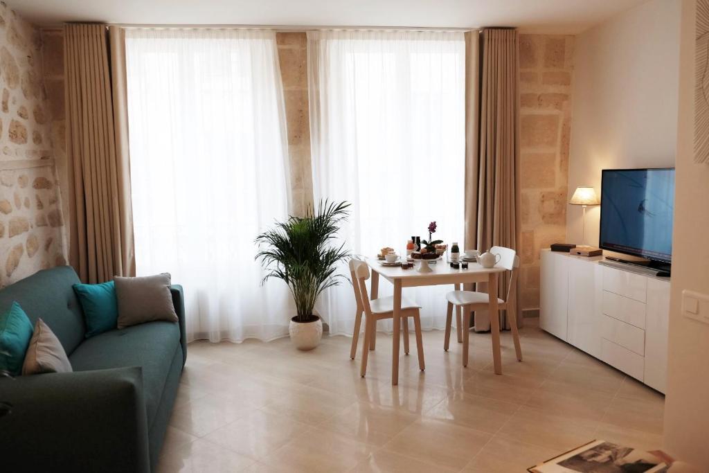 63991331 - Jardin Saint Honor? Apartments