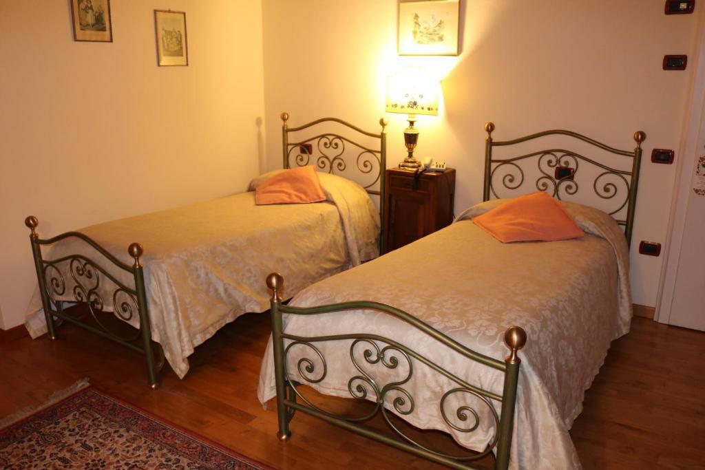 chambres d 39 h tes villa bongiovanni chambres d 39 h tes san bonifacio. Black Bedroom Furniture Sets. Home Design Ideas