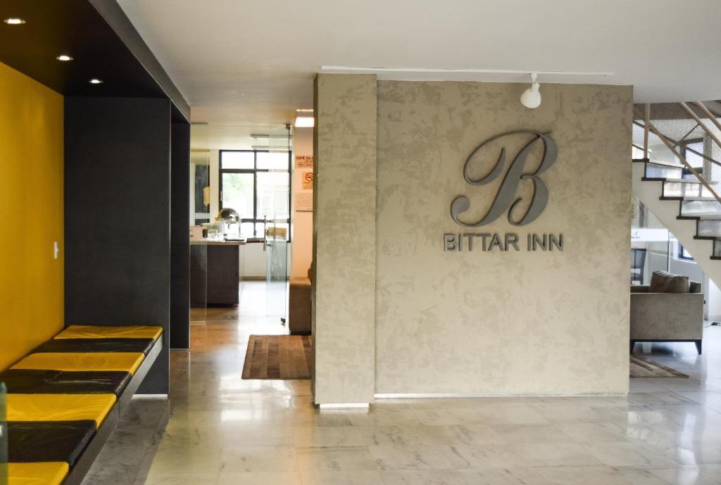 O saguão ou recepção de Bittar Inn