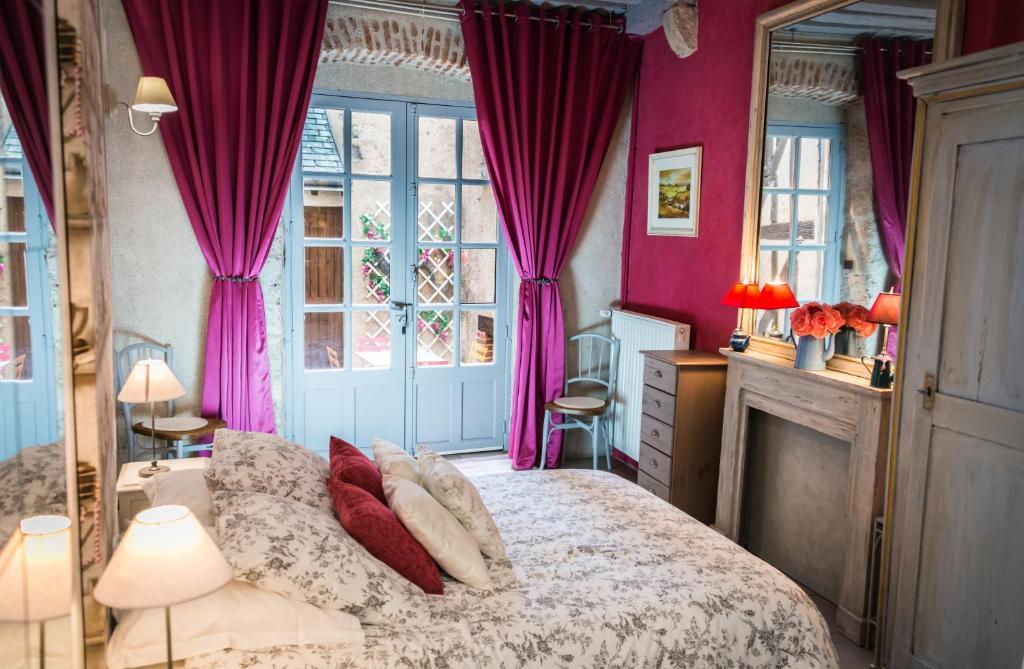 سرير أو أسرّة في غرفة في Le Nid De La Loire