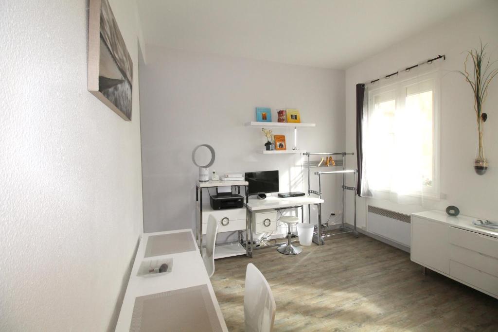 Appartement bordeaux place pey berland locations de for Appartement bordeaux vacances
