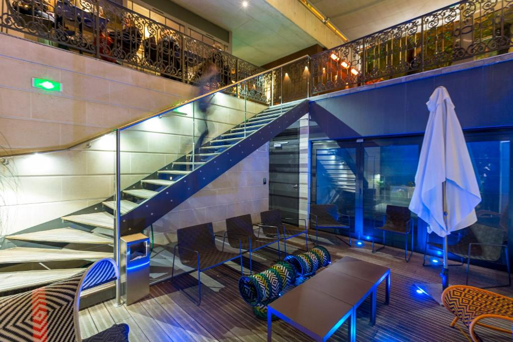Hotel c2 marseilles book your hotel with viamichelin for Hotel design marseille