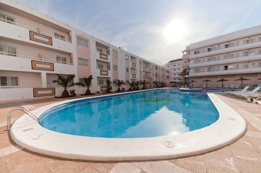 Appartements apartamentos tropical garden locations de vacances ibiza - Apartamentos tropical garden ...