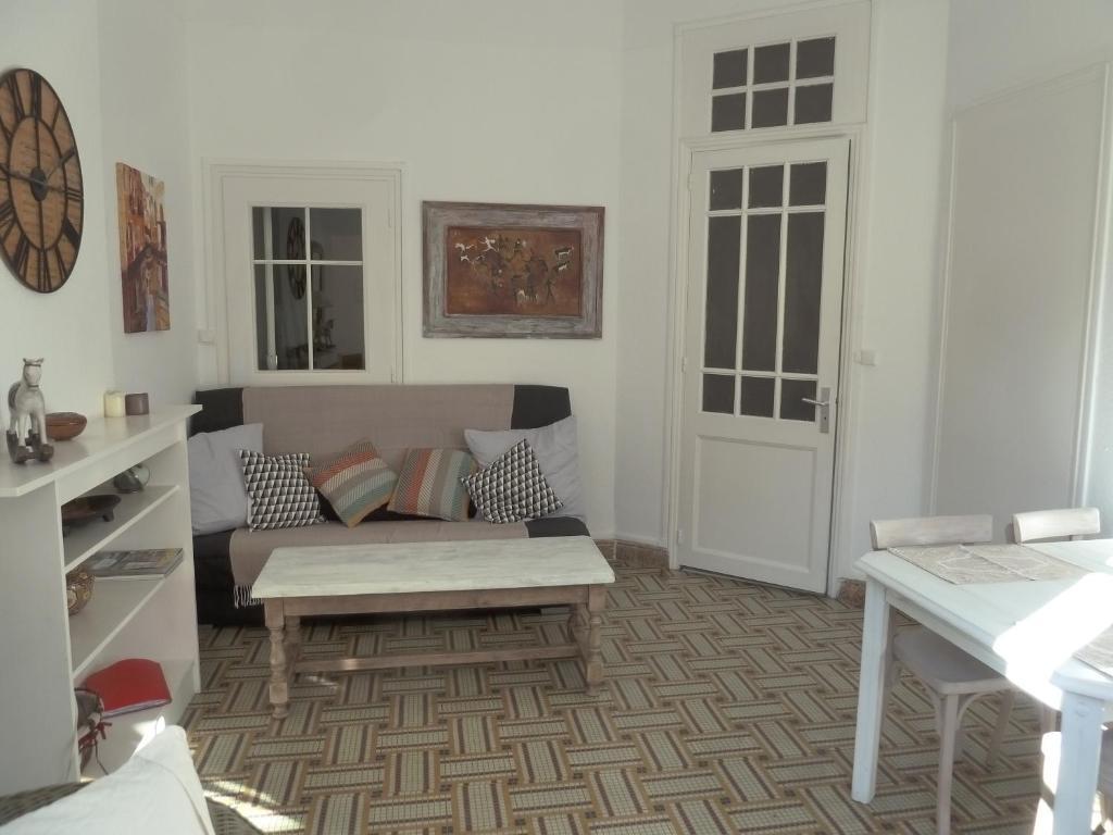 appartement rive gauche locations de vacances perpignan. Black Bedroom Furniture Sets. Home Design Ideas