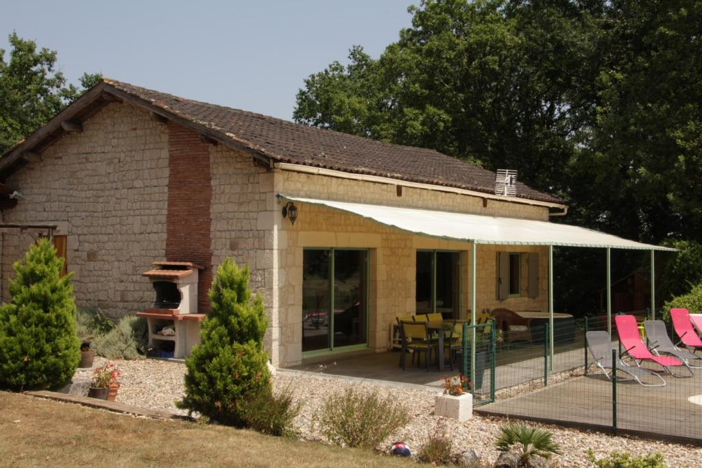 Vacation Home Le Merle, Sainte-Sabine, France - Booking.com