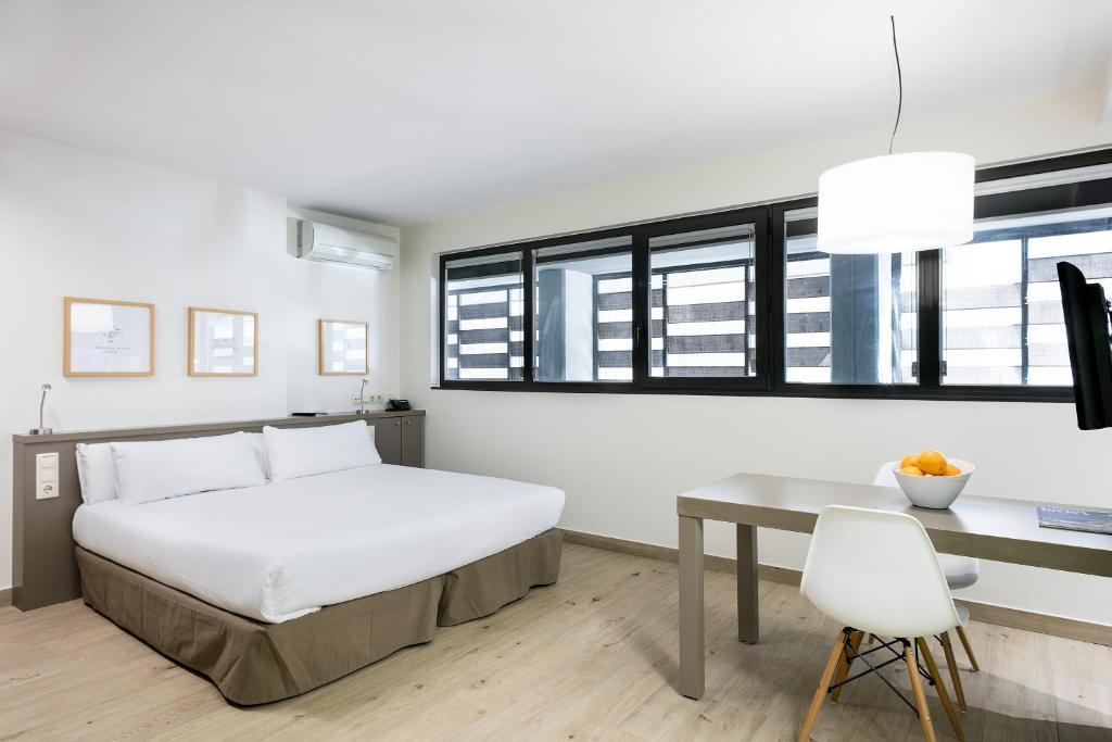 Aparthotel bcn montjuic barcellona prenotazione on for Aparthotel barcellona