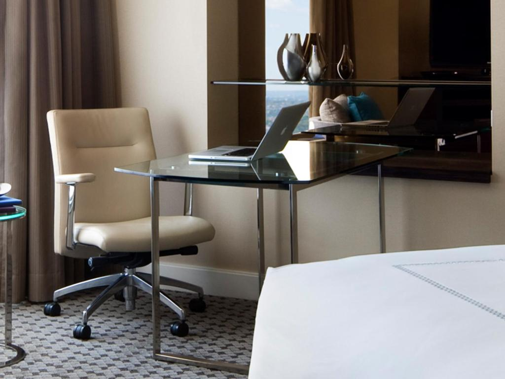 four seasons hotel sydney r servation gratuite sur viamichelin. Black Bedroom Furniture Sets. Home Design Ideas