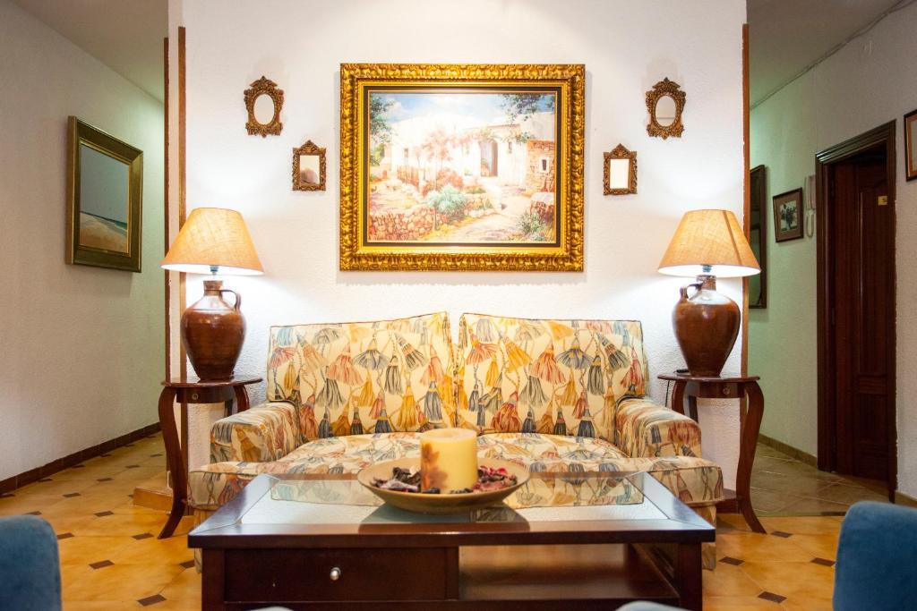 bed breakfast hostal armesto bed breakfast in madrid spain. Black Bedroom Furniture Sets. Home Design Ideas