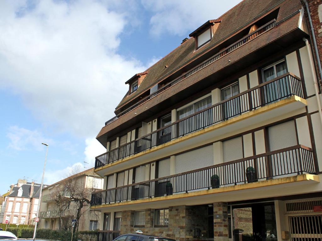Appartement les cigognes appartement deauville dans le for Appartement atypique deauville