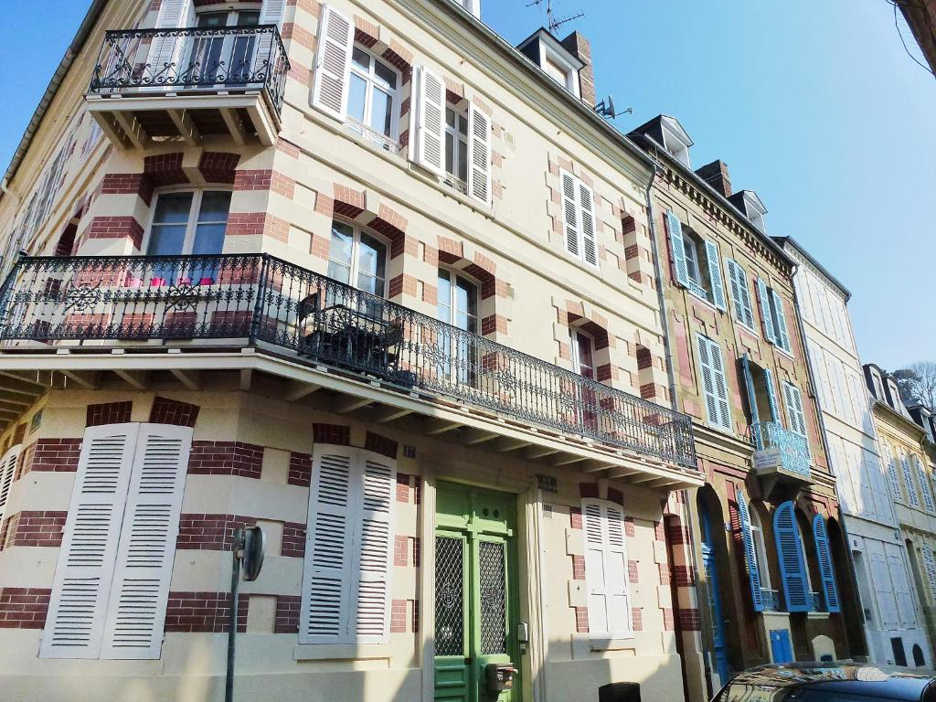 Bonsecours 2 holiday home in trouville sur mer in le for Appart hotel trouville