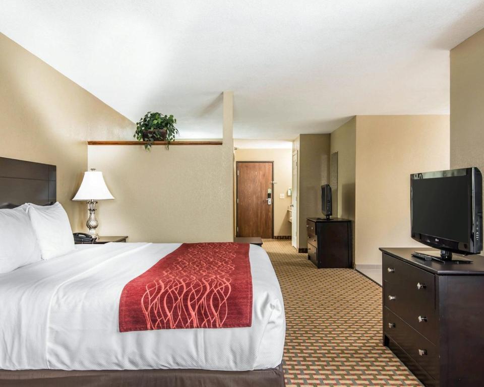 Comfort Inn Amp Suites Kansas City Downtown R 233 Servation