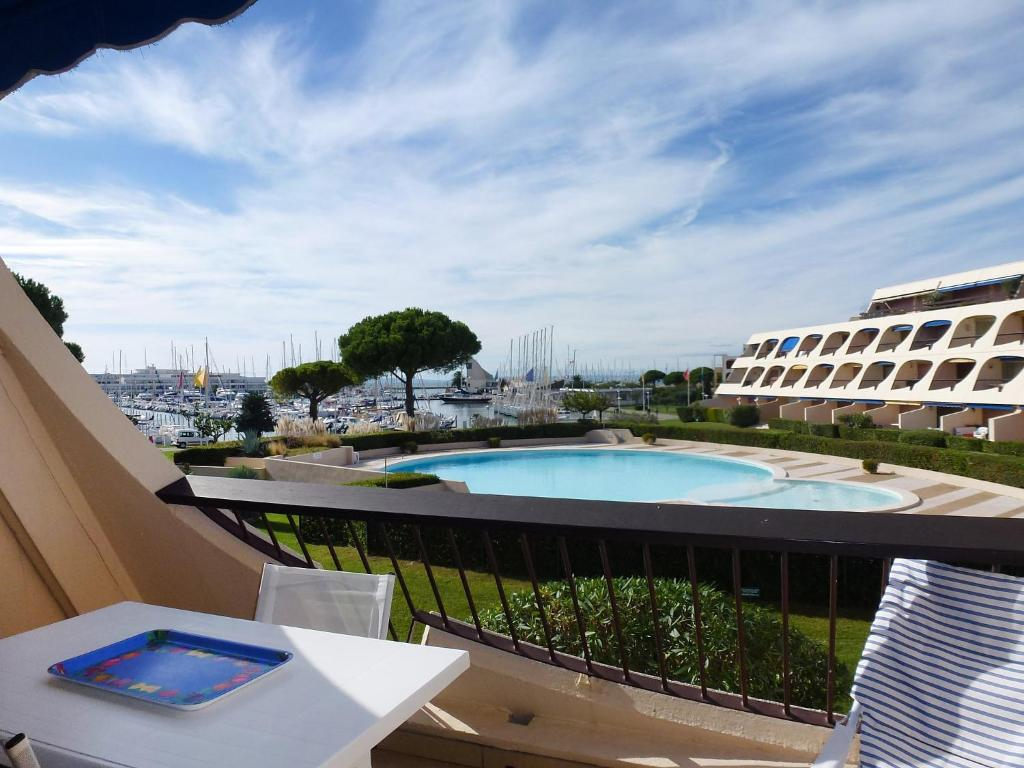 Appartement escale port 2 locations de vacances port camargue - Location appartement port camargue particulier ...