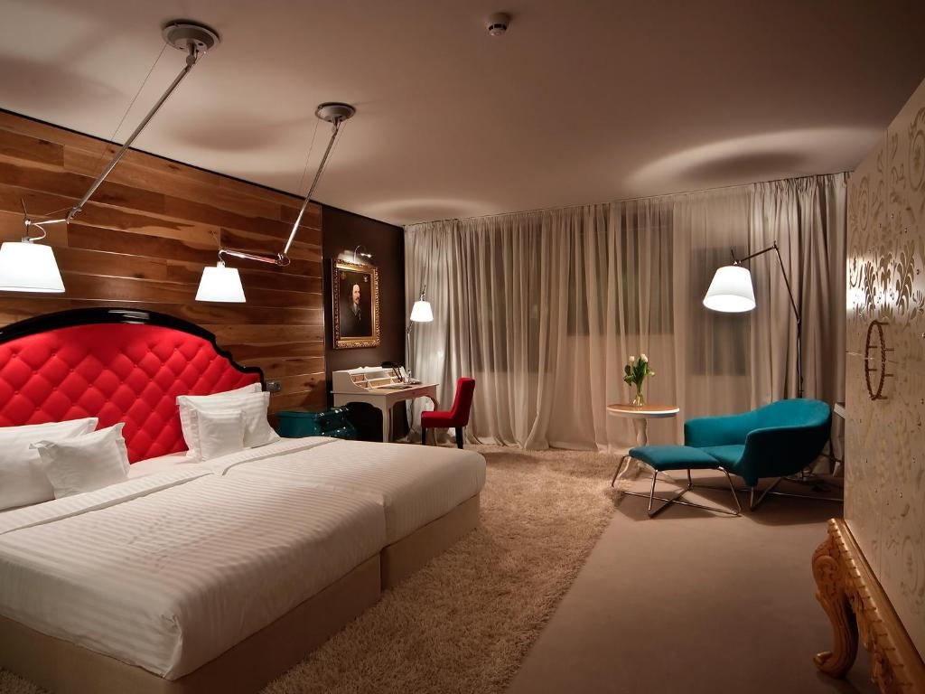 Hotel graffit gallery design bulgaria varna for Hotel booking design
