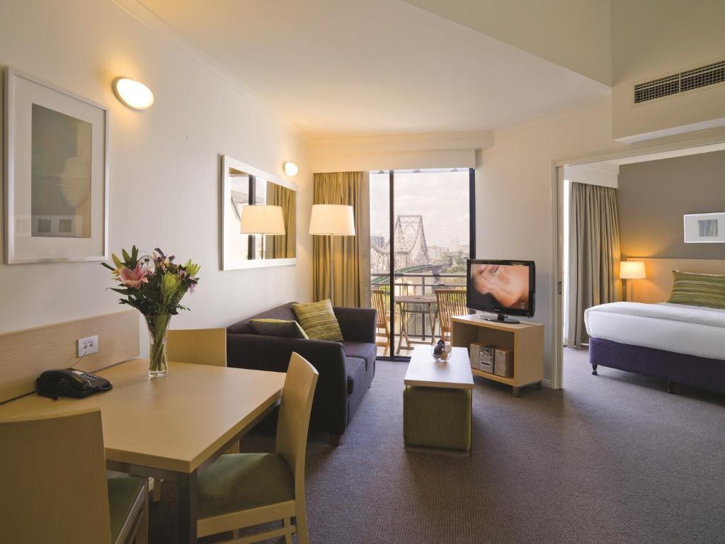 Oakwood Hotel & Apartments Brisbane, Australia - Booking.com