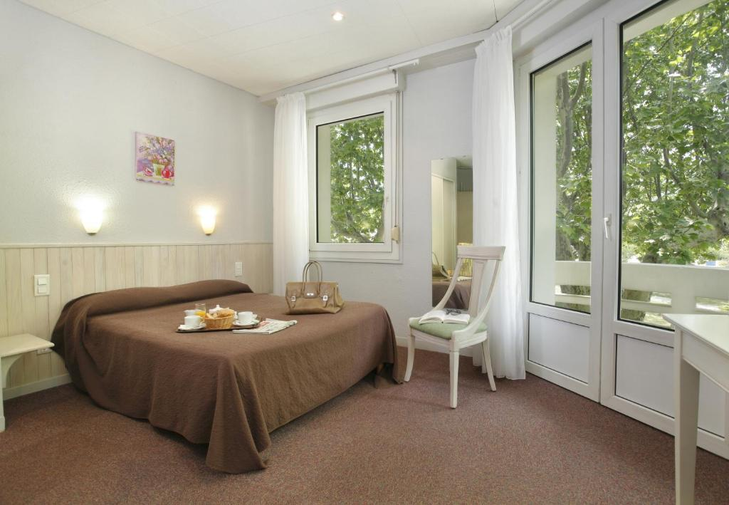 Inter h tel cartier quillan book your hotel with for Hotels quillan