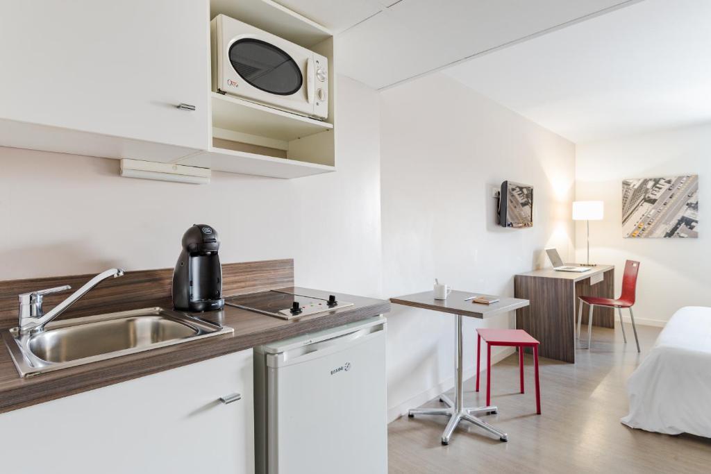 appart h tel hevea valence viamichelin informationen. Black Bedroom Furniture Sets. Home Design Ideas