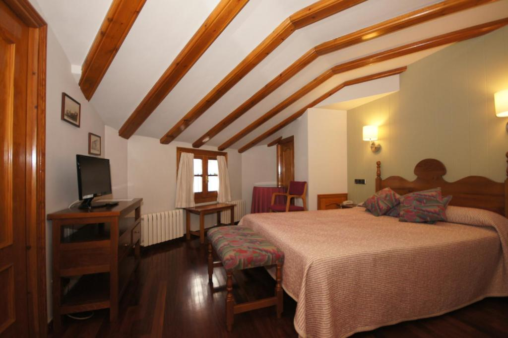 Hotel arag ells benasque book your hotel with viamichelin for Booking benasque