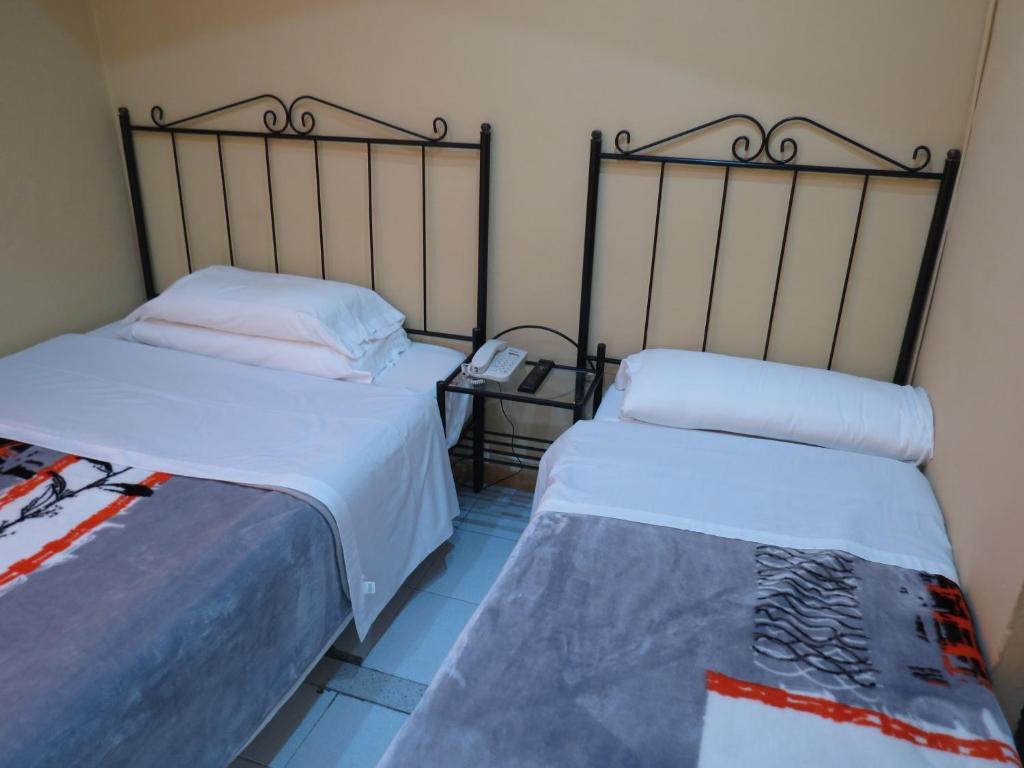 chambres d 39 h tes hostal nou raval chambres d 39 h tes barcelone. Black Bedroom Furniture Sets. Home Design Ideas