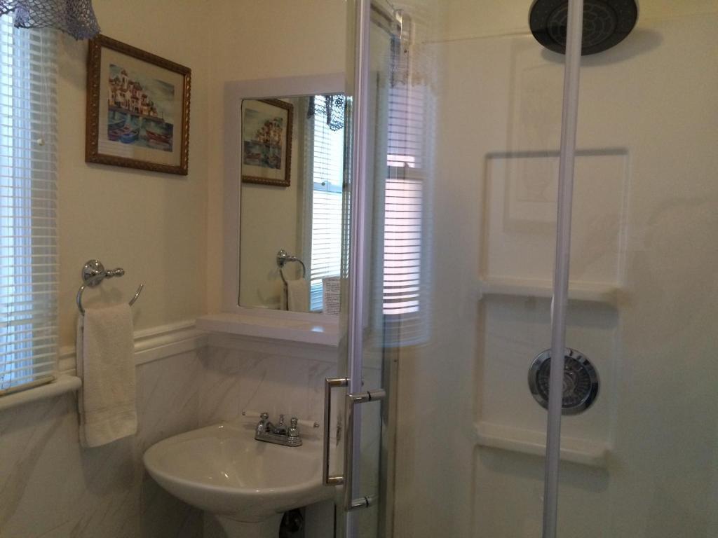 rideau inn ottawa book your hotel with viamichelin. Black Bedroom Furniture Sets. Home Design Ideas