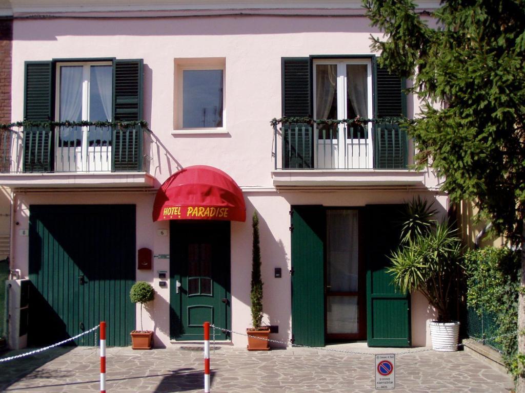 Affittacamere Paradise(阿菲塔卡马雷天堂酒店)