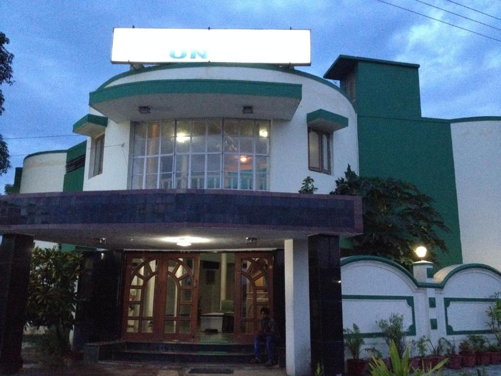 Hotel mount way abu road book your hotel with viamichelin Hotel with swimming pool in mount abu