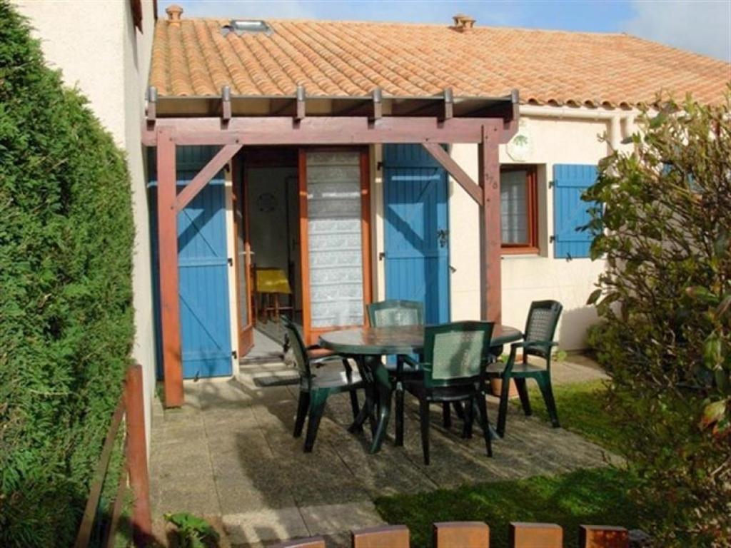 Villa r sidence bois soleil avec piscine et tennis for Camping st palais sur mer avec piscine