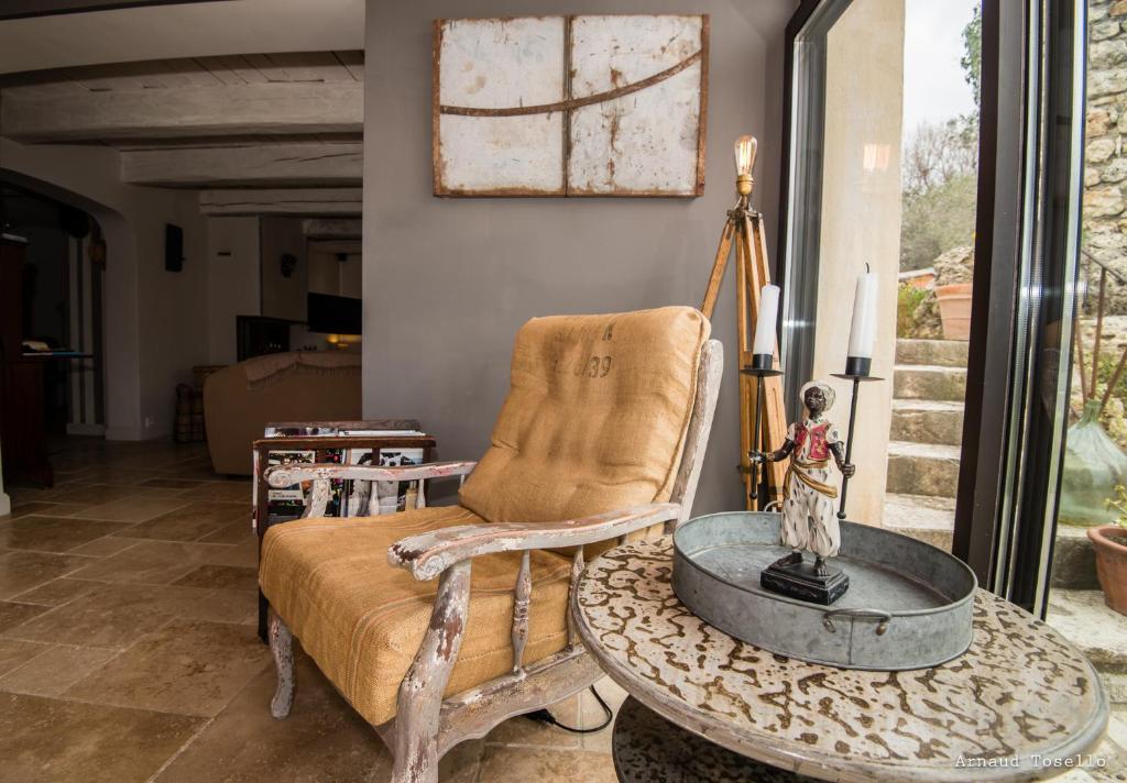 chambres d 39 h tes le clos des bourges chambres d 39 h tes le rouret. Black Bedroom Furniture Sets. Home Design Ideas