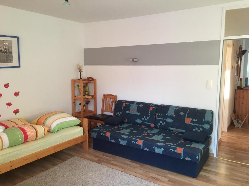 apartment hannover messe deutschland hannover. Black Bedroom Furniture Sets. Home Design Ideas