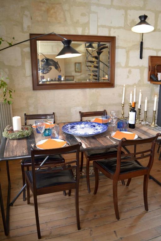Charmant appartement avec terrasse locations de vacances - Ustensiles de cuisine bordeaux ...