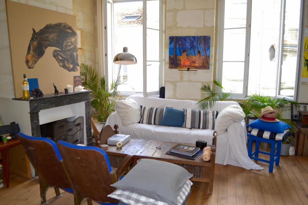 Charmant appartement avec terrasse locations de vacances for Appartement bordeaux terrasse location