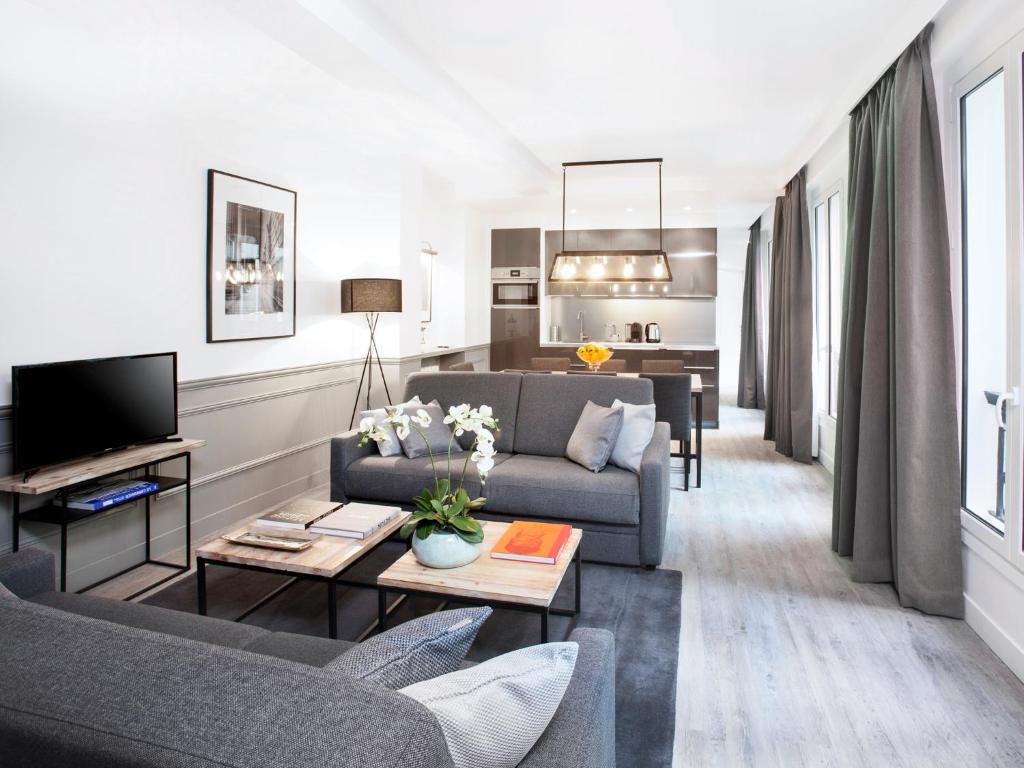 Luxury 3 bedroom le marais paris book your hotel with for Hotel design france
