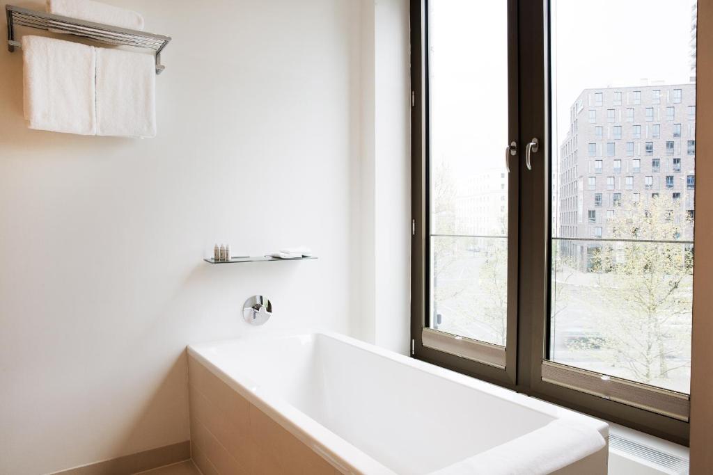 cosmo hotel berlin mitte berlin informationen und buchungen online viamichelin. Black Bedroom Furniture Sets. Home Design Ideas