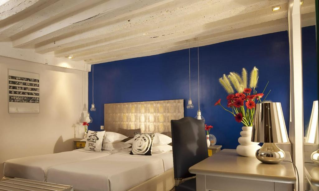 H tel s vres saint germain paris book your hotel with for Hotels 75006