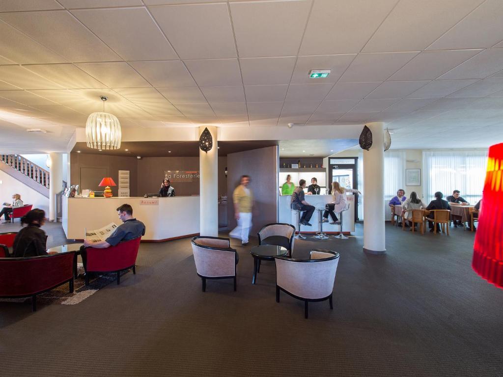 hotel restaurant s minaires la foresterie le mans. Black Bedroom Furniture Sets. Home Design Ideas