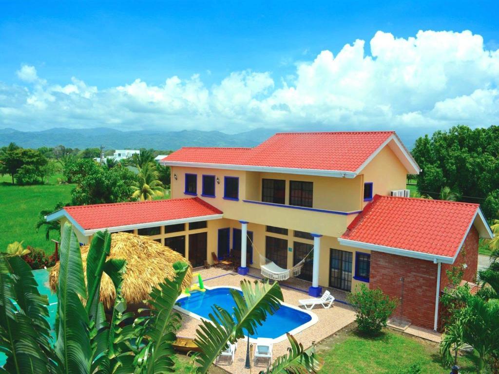 Casa de vacaciones casa lila honduras tela for Booking casas