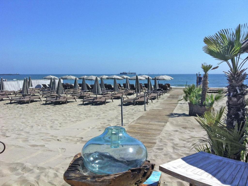 villa plage et piscine locations de vacances le cap d 39 agde. Black Bedroom Furniture Sets. Home Design Ideas