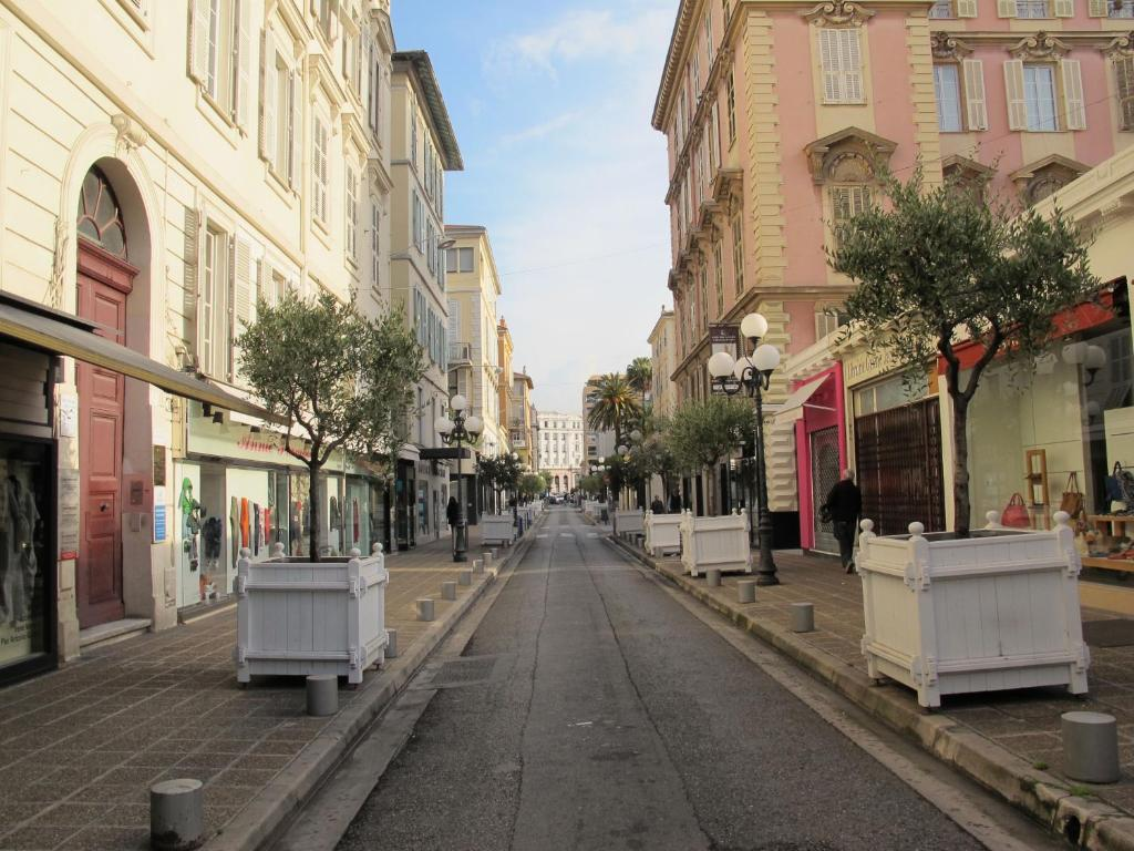 Appartements nice centre carr d or locations de vacances for Centre des impots nice exterieur