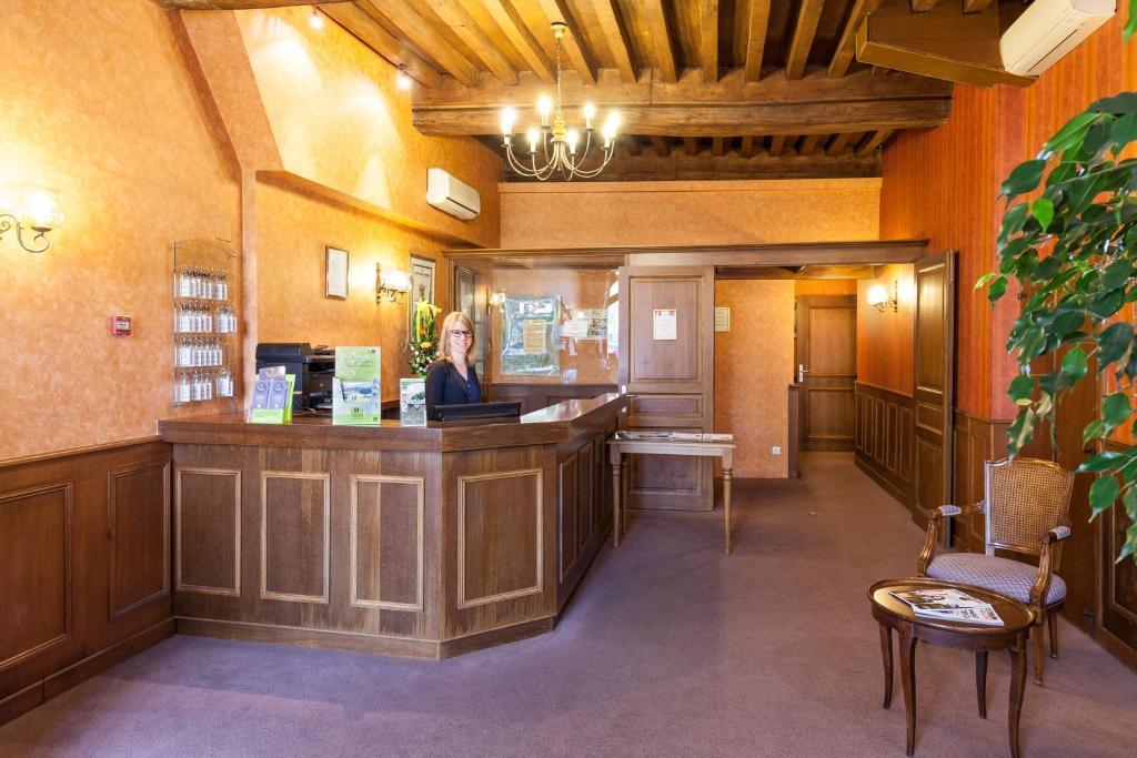 Hotel de la cloche beaune book your hotel with viamichelin for Hotels beaune