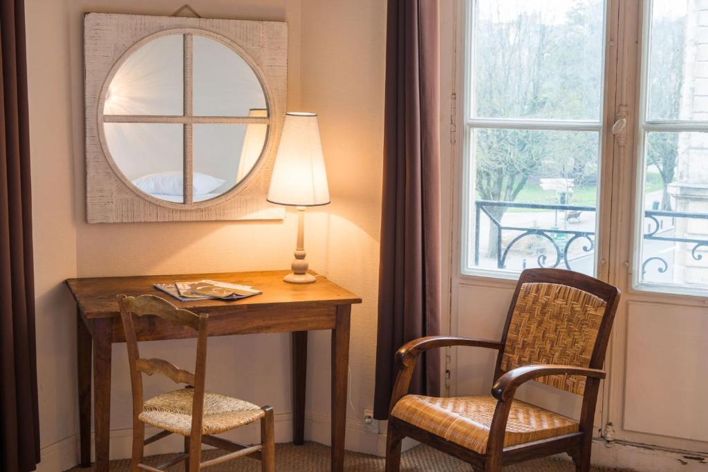 Hotel la porte dijeaux bordeaux book your hotel with for Laporte phone book