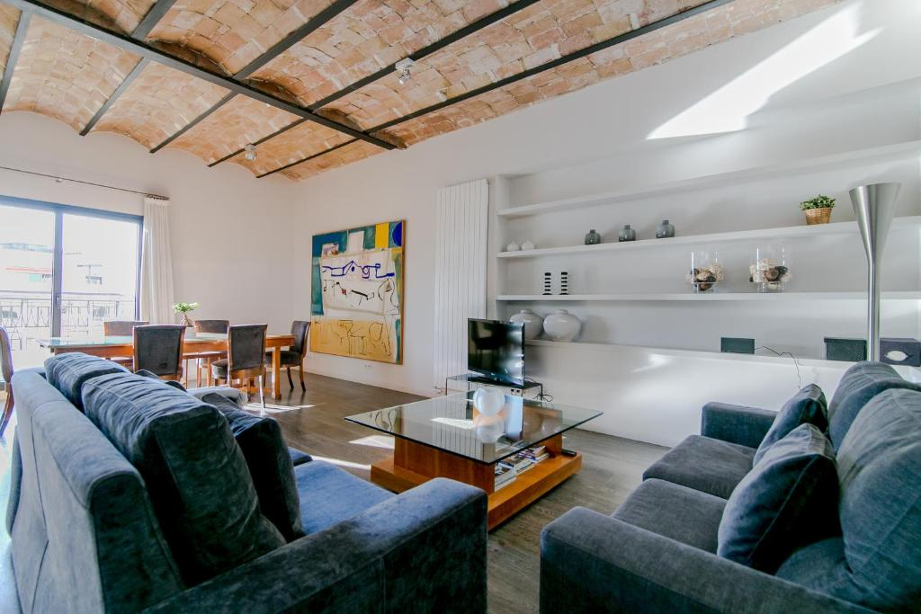 Deco apartments barcelona decimon spain for Ave hotel barcelona madrid