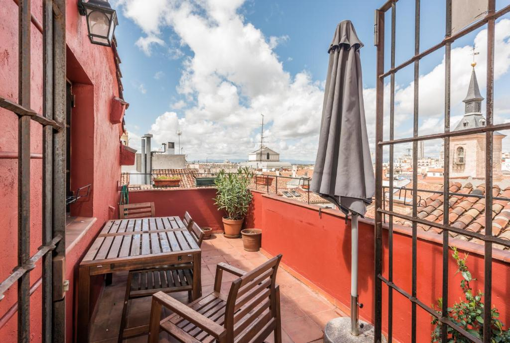 Apartamentos madrid centro w madrid book your hotel with viamichelin - Venta apartamentos madrid centro ...