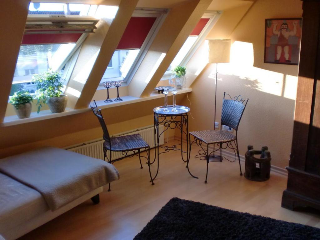 Deutsche messe zimmer private apartments rooms for Zimmer hannover