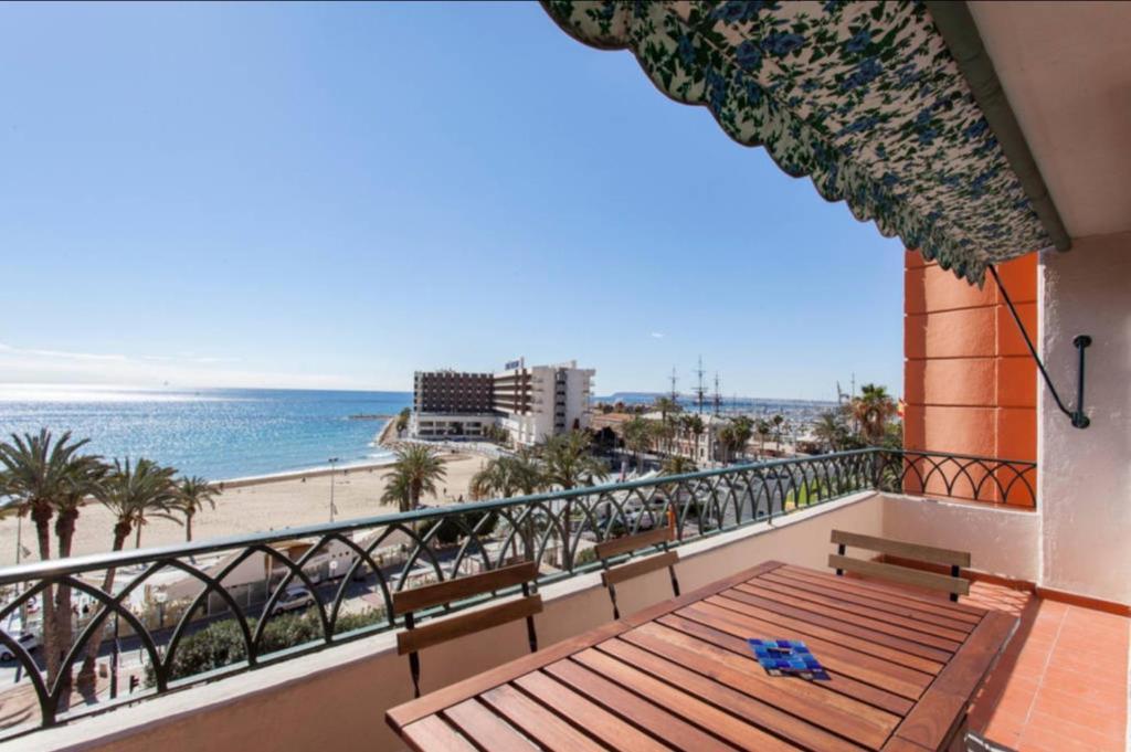 Apartamentos bah a alicante alicante reserva tu hotel for Hoteles familiares alicante