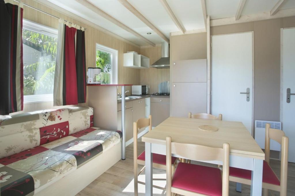camping les violettes locations de vacances la faute sur mer. Black Bedroom Furniture Sets. Home Design Ideas