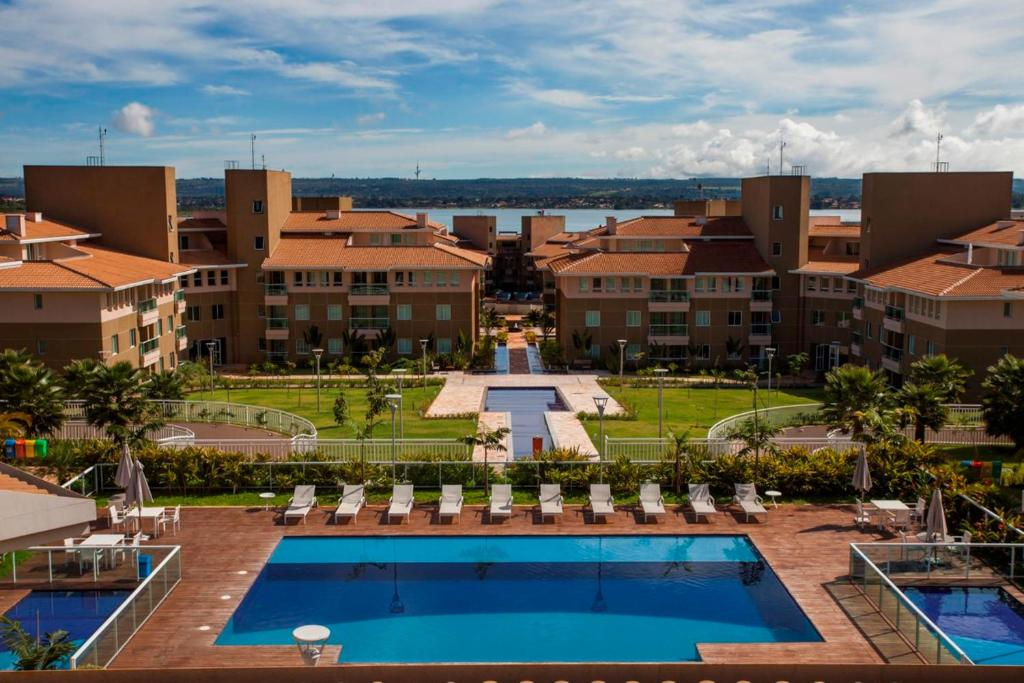 Uma vista da piscina em Hotel The Sun ou nos arredores